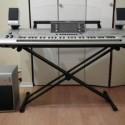 Yamaha Tyros 5 76 Key Arranger Workstation Keyboard w stand speakers